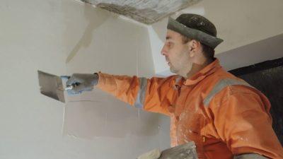 как зашпаклевать потолок своими руками под покраску