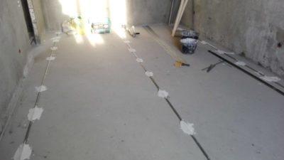 как сделать цементную стяжку пола