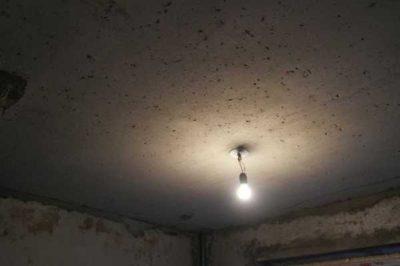 как покрасить бетонный потолок