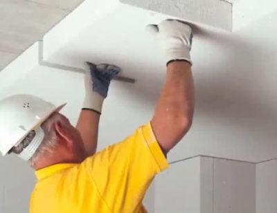 как крепить пенопласт к потолку