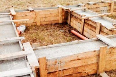 как сделать фундамент под деревянный дом