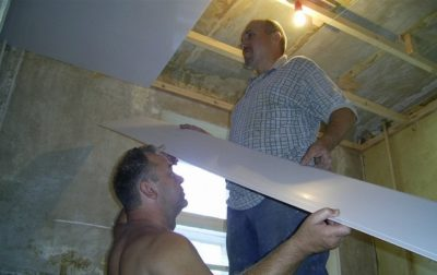 как сделать панели на потолок на кухне