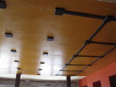 как сделать потолок из фанеры
