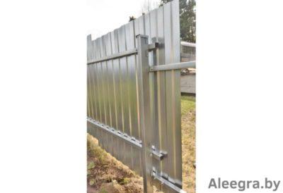 когда лучше ставить забор на участке