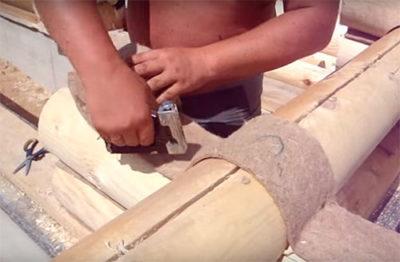 как правильно конопатить сруб