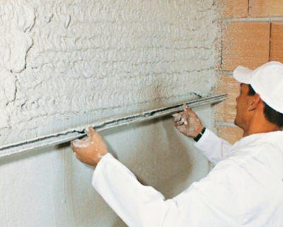 как выровнять кирпичную стену