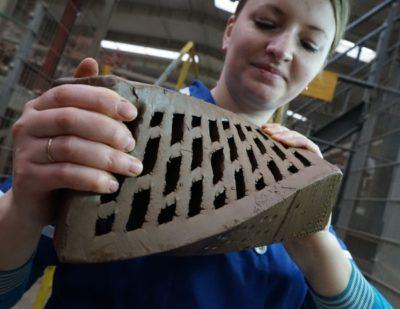 как делают кирпичи на заводе