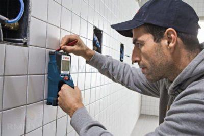 как найти арматуру в стене