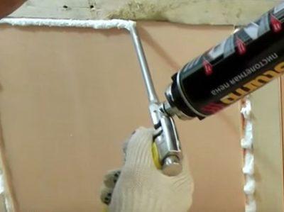 как запенить потолок чтобы пена не падала