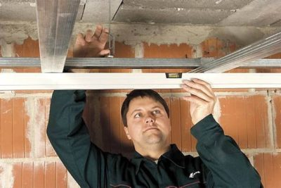 как крепить сайдинг на потолок