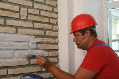 в какой цвет покрасить кирпичную стену