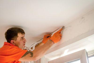 как заклеить натяжной потолок