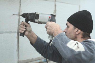 как сверлить кирпичную стену