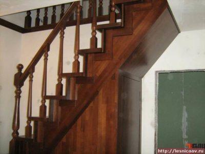 как обшить бетонную лестницу деревом
